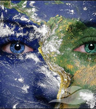 De aarde geprojecteerd op een gezicht symbool voor Moeder Aarde van de Groene Linde