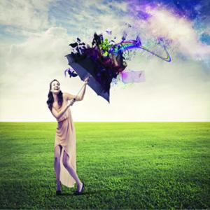 Bescherming; Kunstzinnige foto van vrouw in landschap