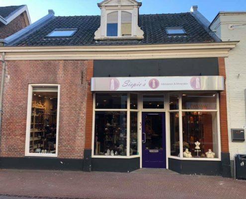 De voorgevel van het nieuwe winkelpand van Siepie's Edelstenen en Mineralen in Veghel.